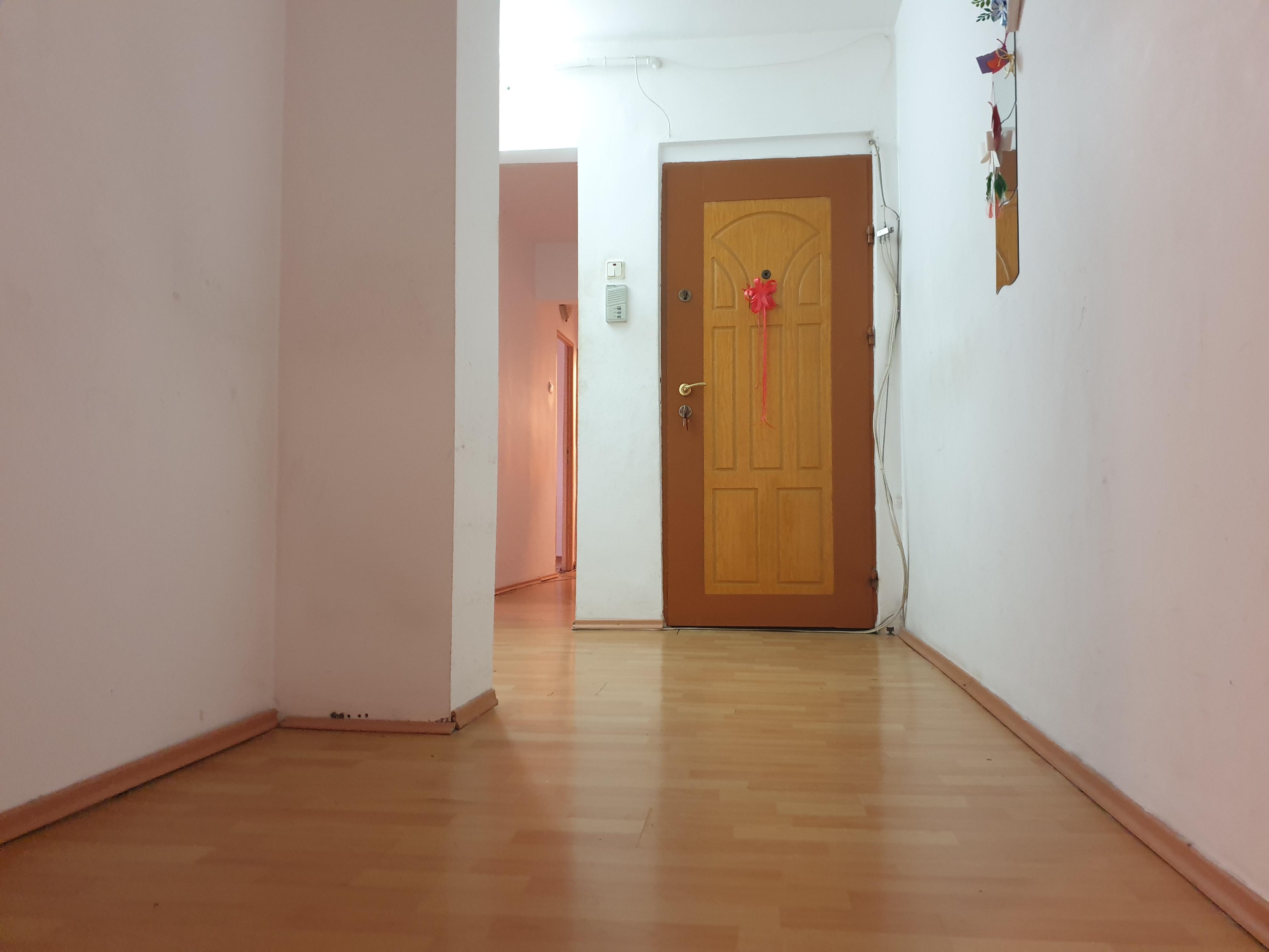 Vanzare apartament 3 camere Tractorul